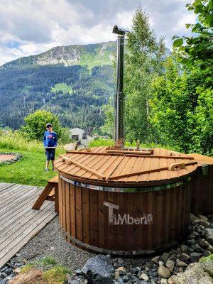 Vedfyrt badestamp i glassfiber med innvendig ovn (1)