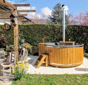 Vedfyrt badestamp i glassfiber med innvendig ovn (3)