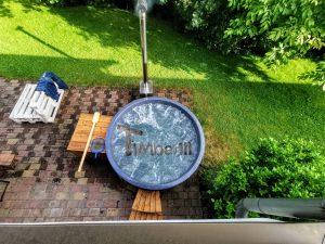 Vedfyrt badestamp i glassfiber med utvendig ovn (2)