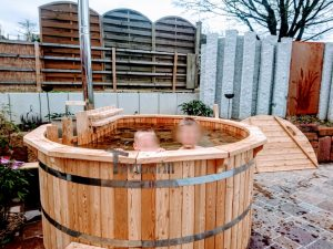 Vedfyrt badestamp i tre