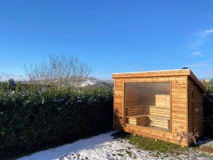 Moderne utendørs hage badstue med glassfront (1)